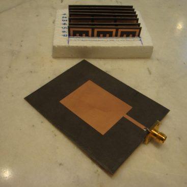 آنتن دوقطبی مایکرواستریپی بارگذاری شده با EBG و CLL